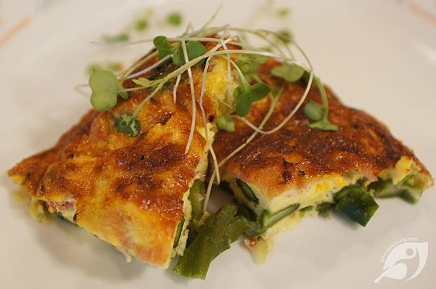 Gluten-Free Food: Crustless Blue Cheese, Asparagus and Ham Quiche