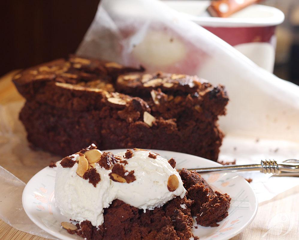 Flourless Chocolate Tea Cake