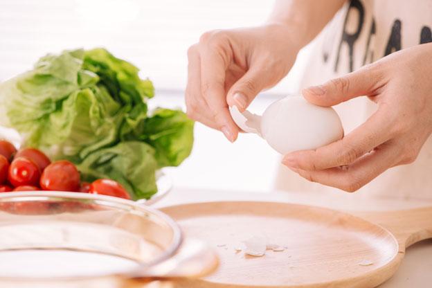 egg salad step 3 - peel eggs